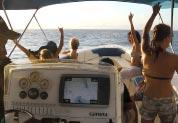 Clients heureux sur le bateau